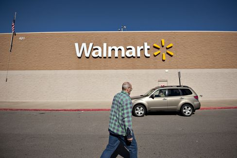 Wal-Mart Rises as Dividend Boost Helps Ease Concern on Forecast