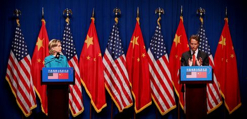 Geithner, Clinton Won't Cancel China Trip After Chen Escape