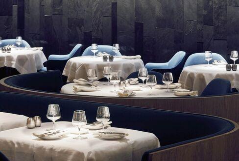 1467869045_empty restaurant
