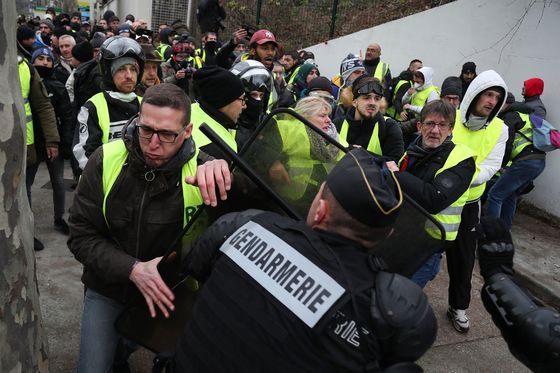 Fewer French Yellow Vests Turn Out for Seventh Weekly Protest