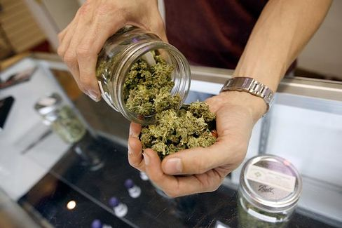 Los Angeles Votes to Scale Back Its Marijuana Merchants