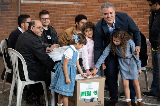 Colombia Elects Pro-Market Lawyer Duque in Presidential Runoff