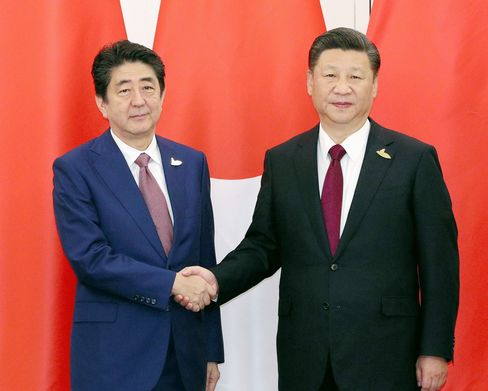 Shinzo Abe and Xi Jinping before their talks in Hamburg on July 8.