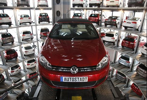 VW Golf Becomes Rolling Hotspot to Tap $12 Billion Savings