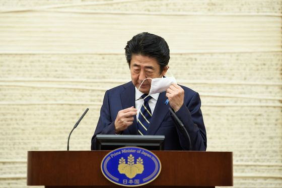 Tokyo Discusses Reopening as Virus Cases Drop to Single Digits