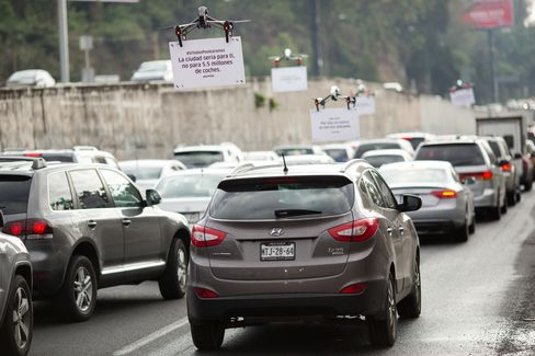 An Uber Technologies Inc. drone advertises uberPOOL above traffic on a highway in Mexico City, Mexico, on Friday, June 17, 2016.