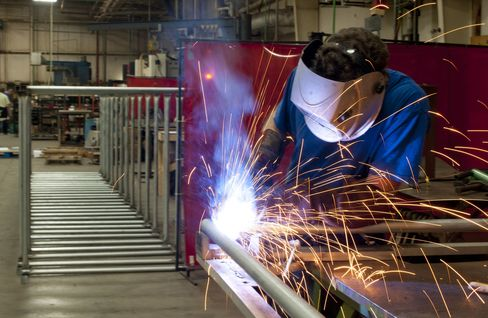 Caterpillar Skilled-Worker Hunt Means Welders Top Bank Jobs' Pay