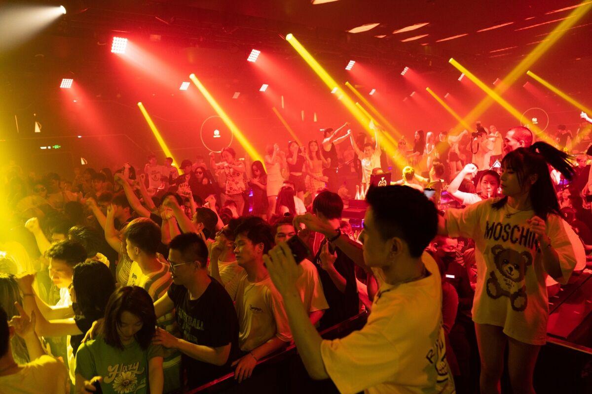 1200x 1 - Pernah Jadi Pusat Pandemi Covid-19, Wuhan Kini Berubah Jadi Kota Tujuan Turis