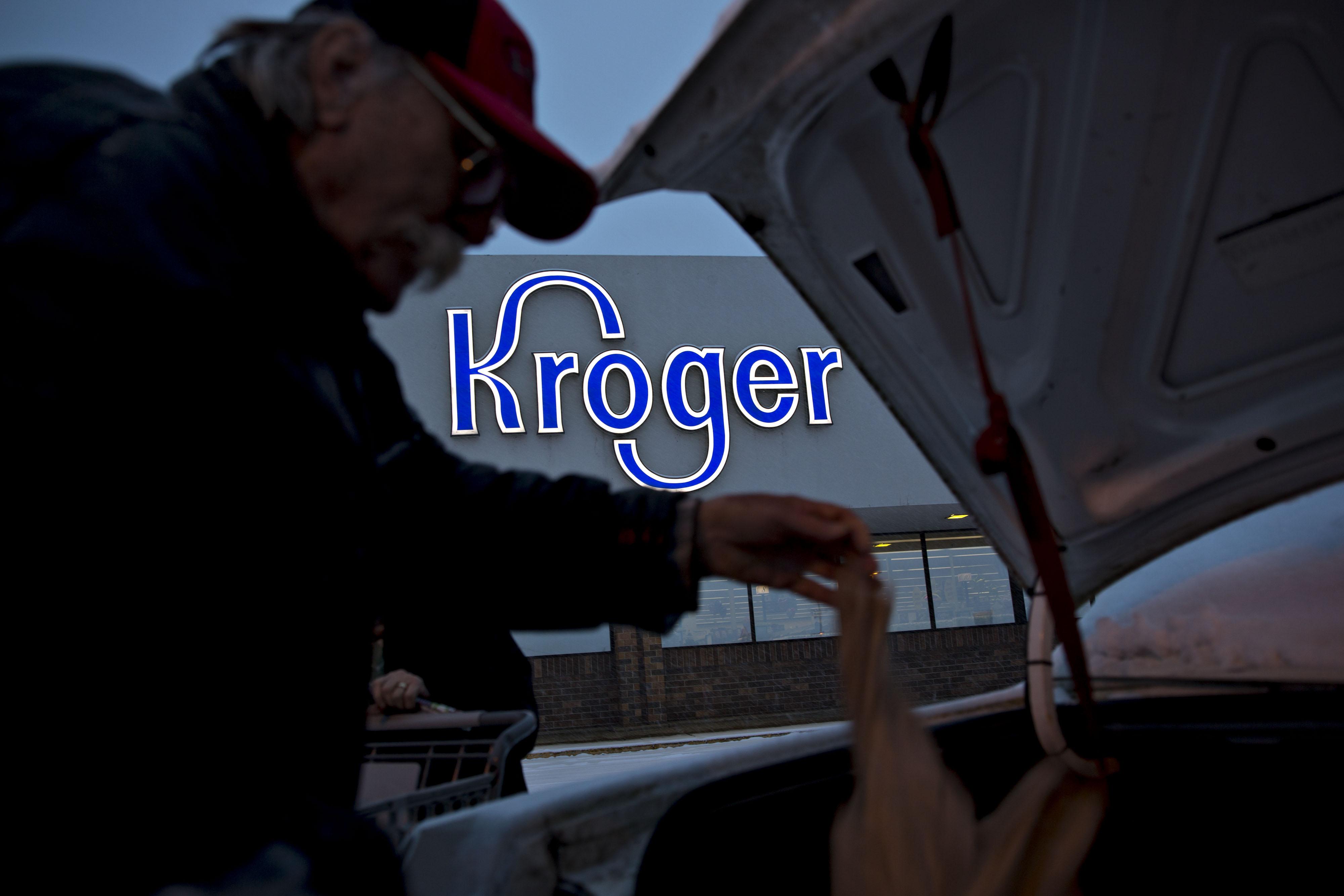 bloomberg.com - Sarah Halzack - Kroger Gets Schooled by Walmart and Target