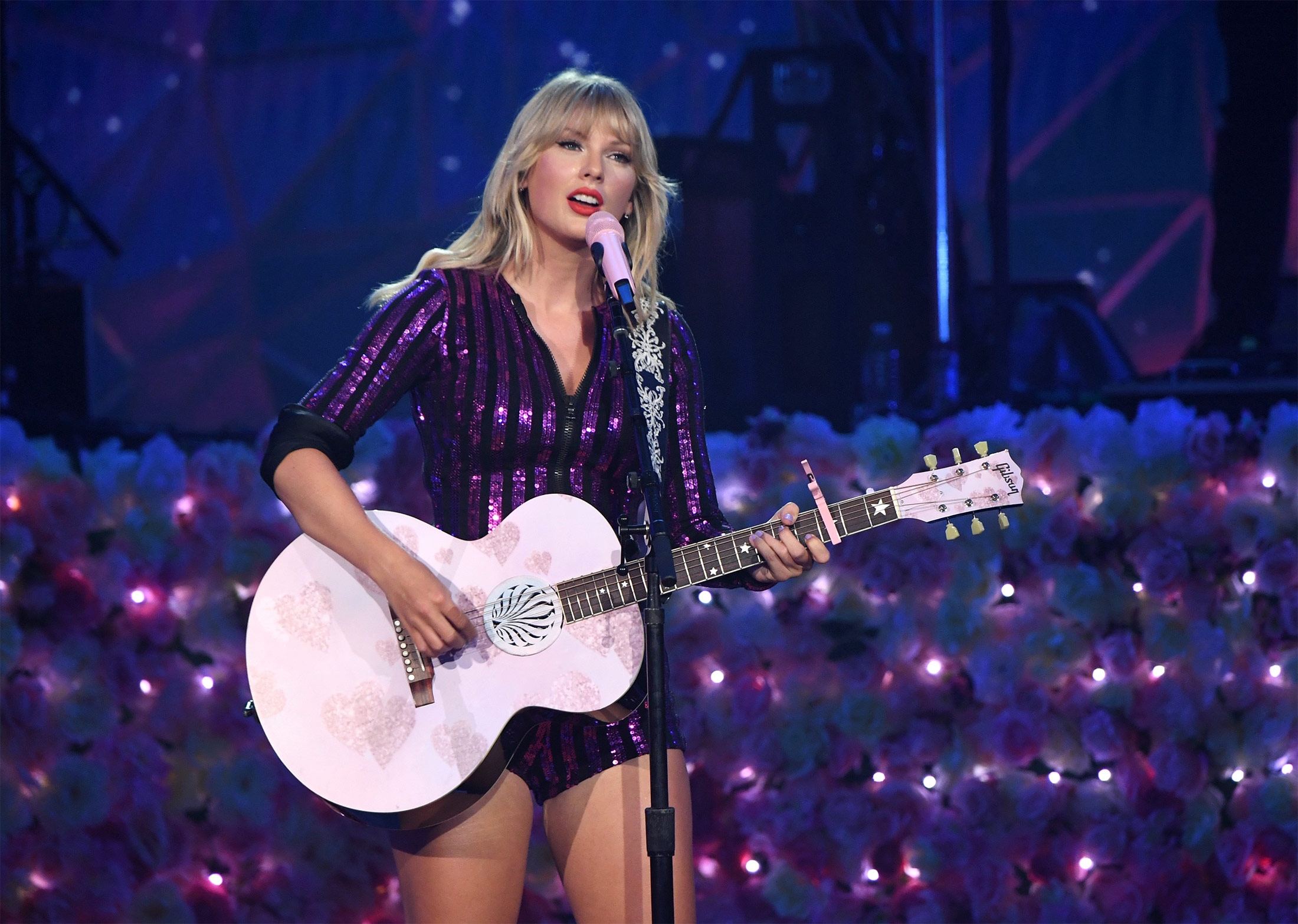 Taylor Swift S Chinese Payday Is Decades Overdue Bloomberg
