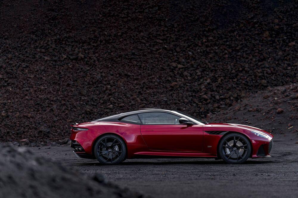 Aston Martin Debuts An All New 300 000 Dbs Superleggera Coupe