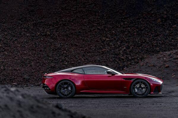 Aston Martin Debuts An AllNew DBS Superleggera Coupe - Aston martin two door