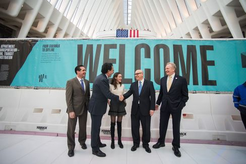 Architect Calatrava (left) shakes hands with Steve Plate, director of World Trade construction, during the transit hub's opening.