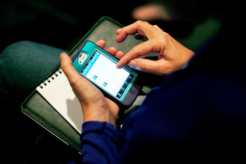 Twitter Adds to Pressure on Facebook in Mobile Ads