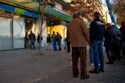 Spanish Jobless Rate Was Record 26% as Rajoy's First Year Ended