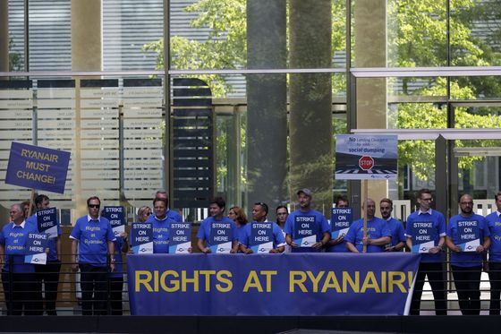 Ryanair Set to Resume Talks With Irish Pilots, Aided by Mediator