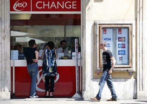 Dollar Near 1-Month Low on Fed Stimulus Bet, Greek Optimism