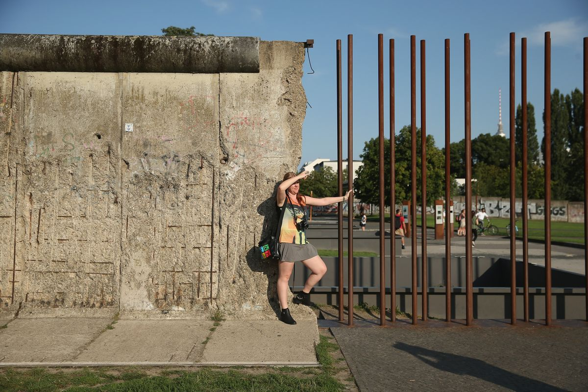 The berlin wall is still standing bloomberg - Gartenausstellung berlin 2018 ...