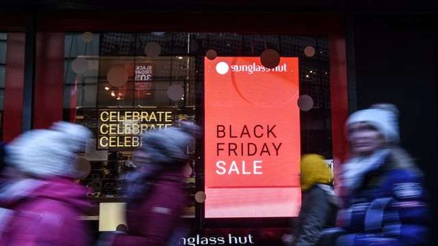 6372d6b9e1 Black Friday Weekend 2018: Sales Show Strong Holiday Start - Bloomberg