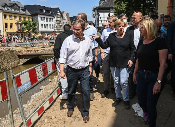 German Election Frontrunner Stumbles After Flooding, Poll Shows