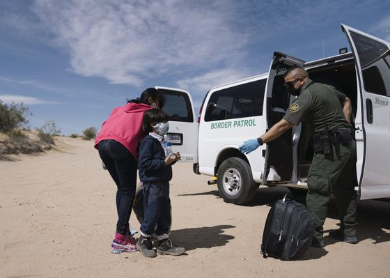 White House Urges Private Investment to Stem Migrant Surge
