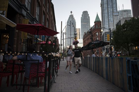 Restaurant Staff Shortages Put Drag on Canada Jobs Recovery