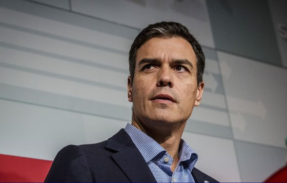Spanish Socialists File No-Confidence Motion Against Rajoy