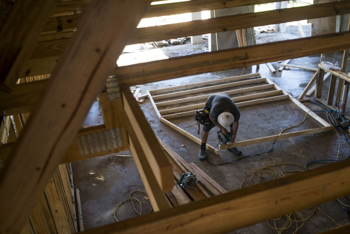 U.S. Homebuilder Sentiment Matches 2019 High But Outlook Weakens