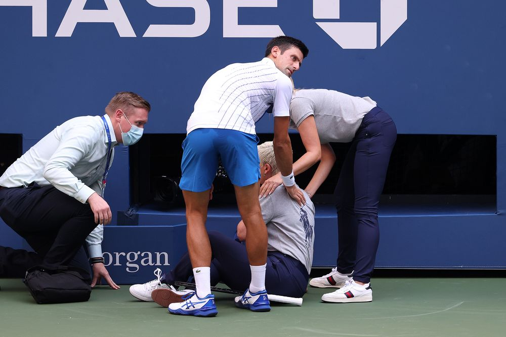 U S Open Tennis News Novak Djokovic Out After Hitting Line Judge With Ball Bloomberg