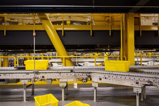 In Amazon's Flagship Fulfillment Center, the Machines Run the Show