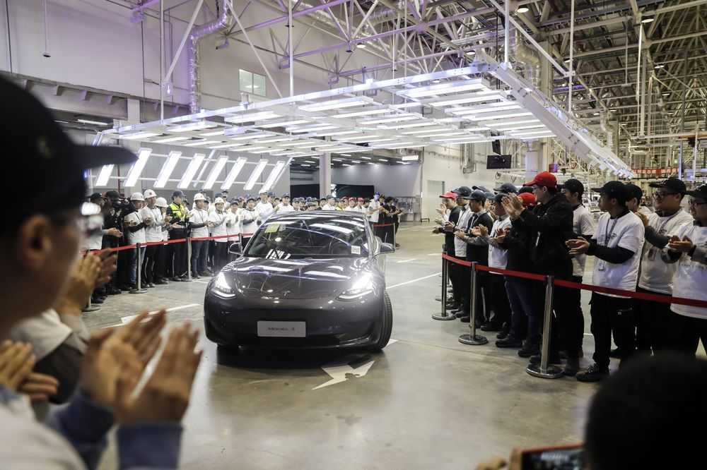 Tesla Hands Over First China-Built Cars to Employees in Shanghai