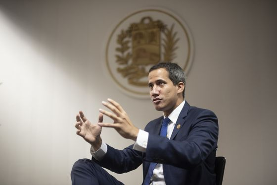 Guaido Welcomes Maduro's Lawmakers Back to Venezuelan Assembly