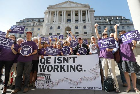 1471456192_Bank-of-England-BOE-protest