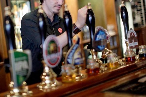 To Keep the Ale Flowing, U.K. Pubs Look to Data