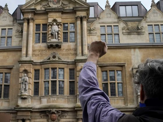 Colonial Era Statue of Cecil Rhodes to Stay Up at Oxford College