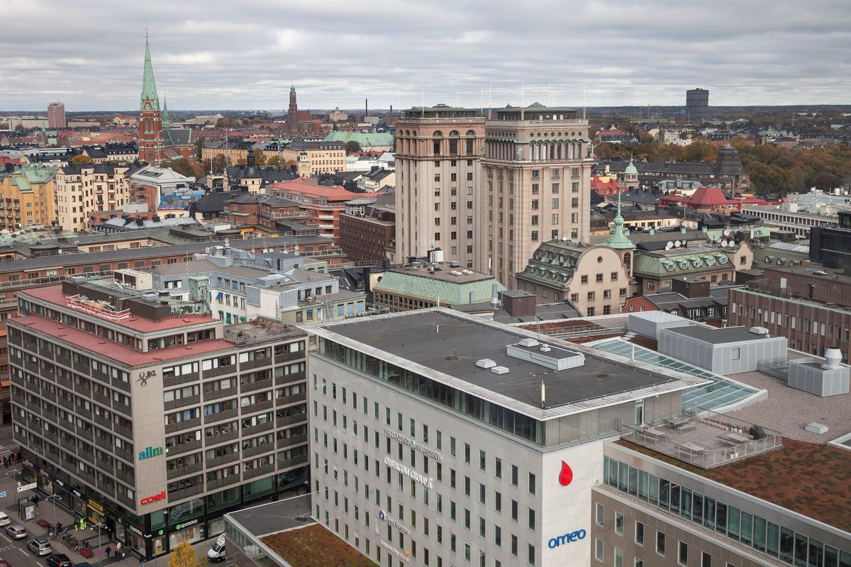 Sweden's $34 Billion Pension Fund Can't Be Happier Out of Bonds