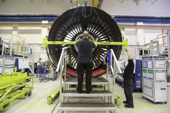 Rolls-Royce Falls as A350 Engine Shutdown Spurs Design Fears