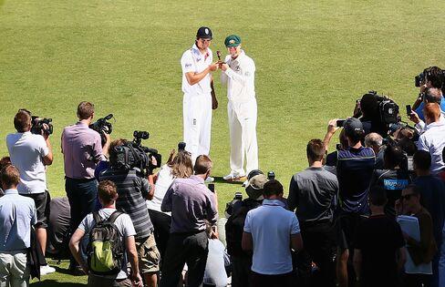 England's Alastair Cook & Australia's Michael Clarke