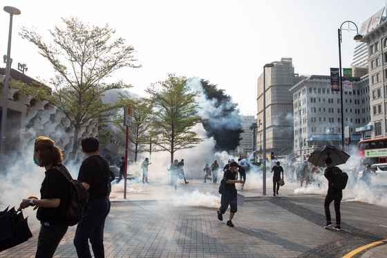 Hong Kong Protests Flare for 21st Weekend Amid Global Unrest