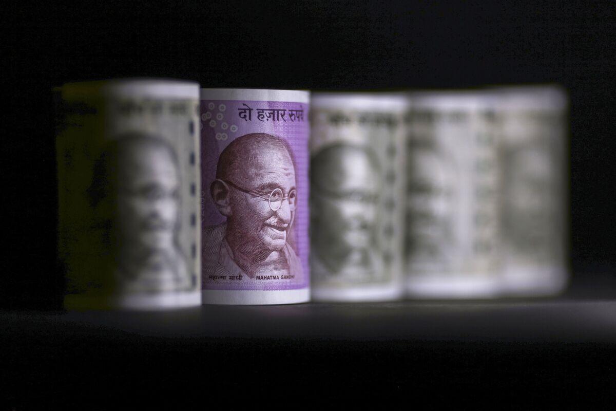 Rupee Slump to Push India to Seek Yuan Trade Settlement