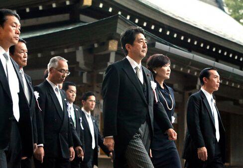 Shinzo Abe visits Ise Shrine on October 2013.