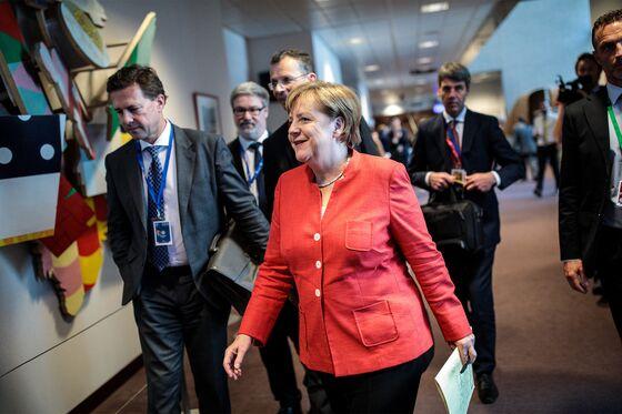 Now Merkel's Adversaries Face Ultimatum to Back Down on Migrants
