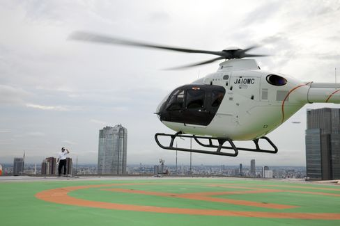 A helicopter arrives at the Akasaka Ark Hill Building