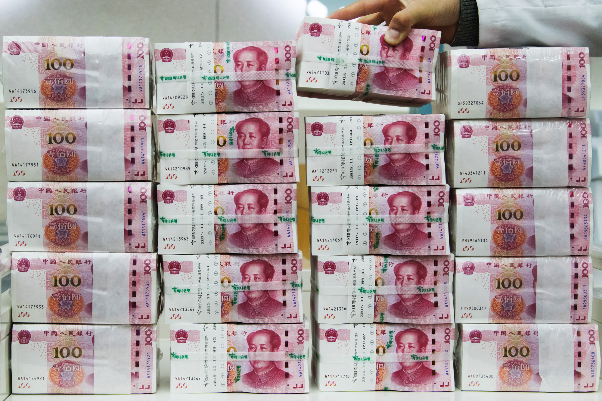 香港株が下落、人民元も安い-米中に対立拡大の兆し - Bloomberg