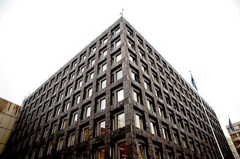 Who Should Regulate the Banks?
