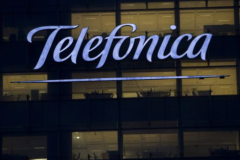 Telefonica Said to Near Sale of Atento Call-Center Unit to Bain
