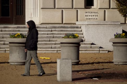 IRS Targeting Tea Party Groups Heightens Distrust of Obama Plans