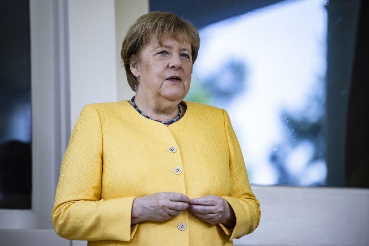 Merkel Bloc's Advantage Narrows in German Election Poll