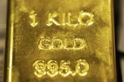 Gold Heads for Second Monthly Loss as Rising Yields Curb Demand