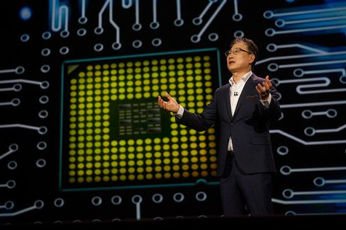 Yoon Boo-Keun, president and co-chief executive officer of Samsung Electronics, speaks at a news conference during the 2015 Consumer Electronics Show in Las Vegas on Monday, Jan. 5, 2015.
